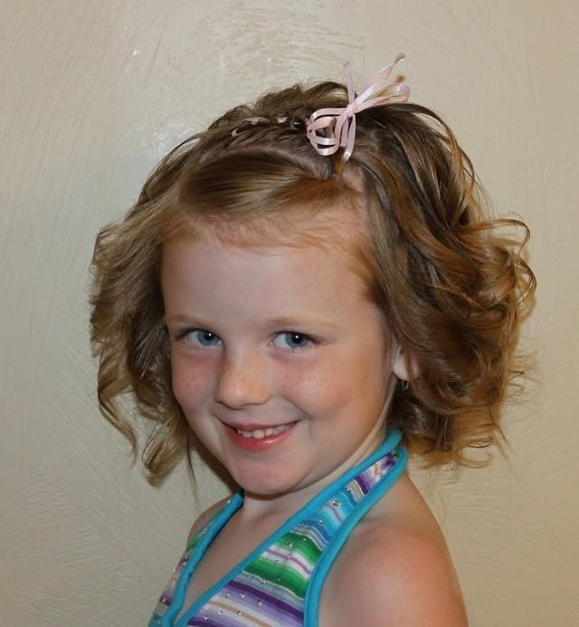 Cómo hacer peinados para niñas con cabello corto